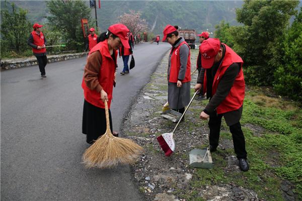 全力推进村庄清洁 打造健康和美兴山