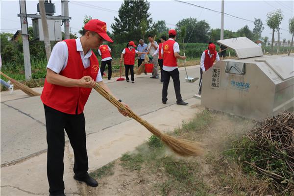 当阳市金沙收费站到红明村开展宣讲志愿活动