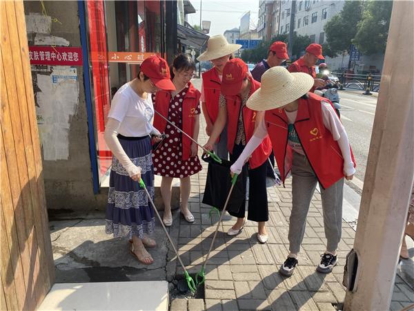 五峰总工会组织开展志愿服务活动